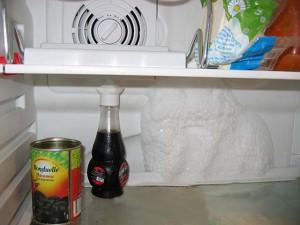 В холодильнике часто тает задняя стенка
