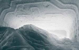 Снег на задней стенке холодильника
